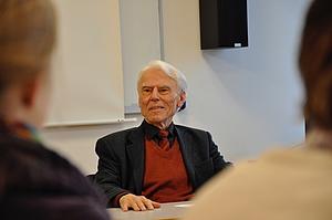 Karl Heinrich Ehrenforth beim Gastseminar im Pädagogikhaus der HfM Detmold 2010 © Ortwin Nimczik