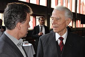 Karl Heinrich Ehrenforth beim Festakt anlässlich seines 80. Geburtstages im Gespräch mit Reinhard Höhlig