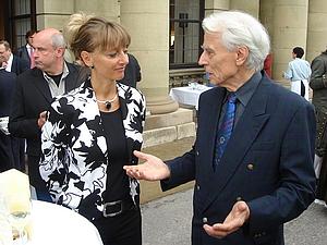 .. im September 2006: im Gespräch mit der damaligen Oberbürgermeisterin der Stadt Würzburg, Pia Beckmann.